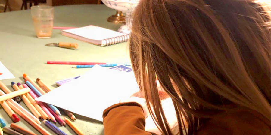 Barn der tegner