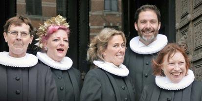 Fem præster står i døren